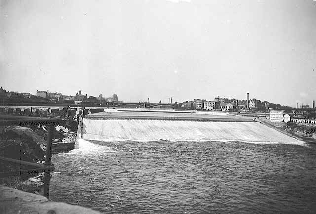 Apron in 1895